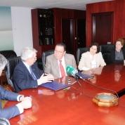 Firma entre el Rector de la UNED y el Presidente de la Cámara de Comercio de Alicante del convenio de colaboración